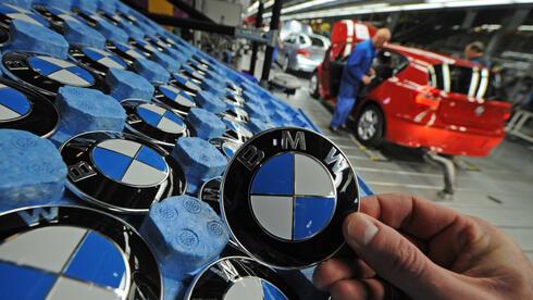 Ab 2019 sollen die BMW-Embleme auch in Mexiko montiert werden. Quelle: dpa
