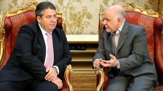 """""""Alte Freunde""""? Gabriel und der iranische Ölministers Bidschan Namdar Sangeneh. Quelle: ap"""