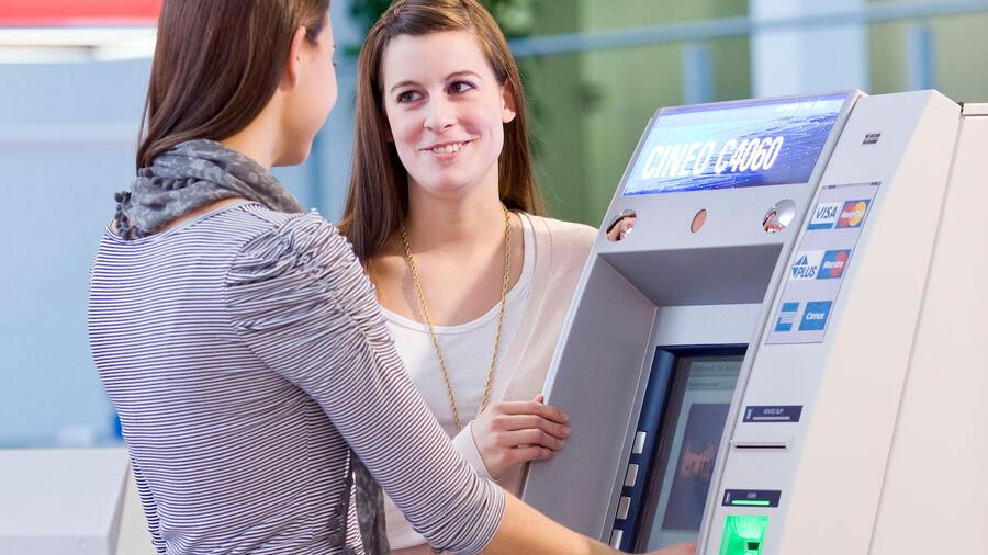 Auslandsüberweisungen: Kunden droht unerwarteten Kostenfalle Quelle: dpa