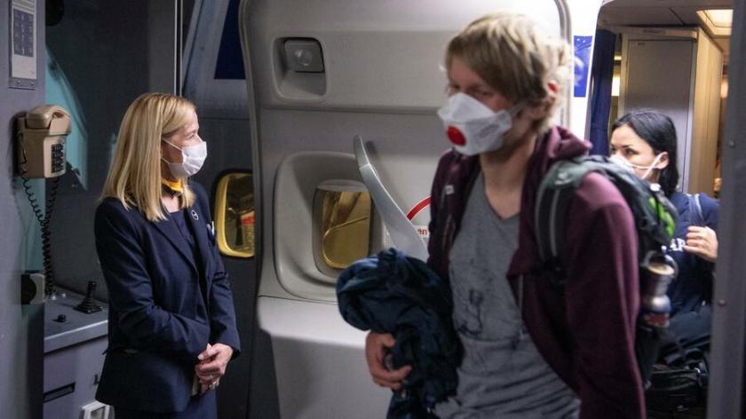 Für das fliegende Personal in der Lufthansa-Gruppe brechen wegen der Coronakrise schwierige Zeiten an. Quelle: dpa