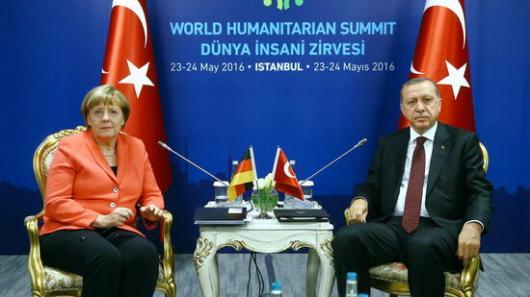 """Bundestagsvizepräsident Johannes Singhammer (CSU): Bei Religionsfreiheit, Pressefreiheit und rechtsstaatlichen Grundsätzen gebe es eher """"einen Kontinentaldrift der Türkei"""". Quelle: dpa"""