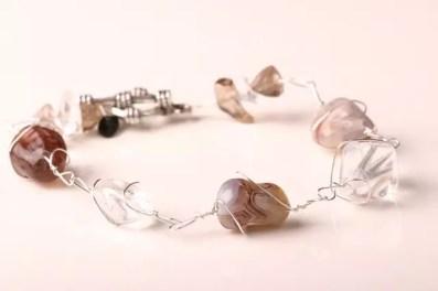 Armband, silvertråd och halvädelstenar