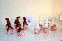 Små keramiktomtar i ateljén