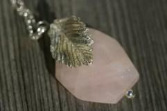 Halsband med handgjort silverrosenblad, halvädelsten
