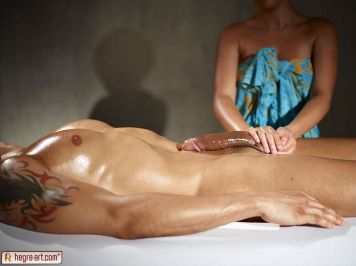 Masseuse-gives-his-big-cock-an-erotic-massage-05