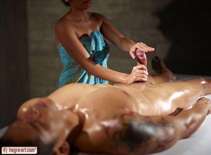Masseuse-gives-his-big-cock-an-erotic-massage-09