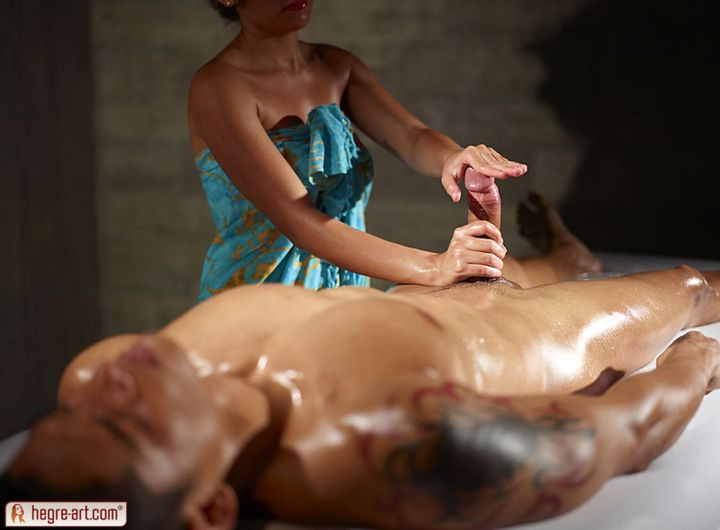 Masseuse-gives-his-big-cock-an-erotic-massage-09