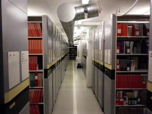Im neuen Bibliotheksarchiv