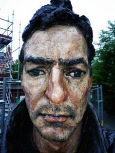 Standing Man - Skulptur von Sean Henry - Umeå