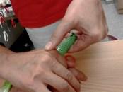 Passive Streckung eines Fingers in einer Hülse aus warmem Schienenmaterial