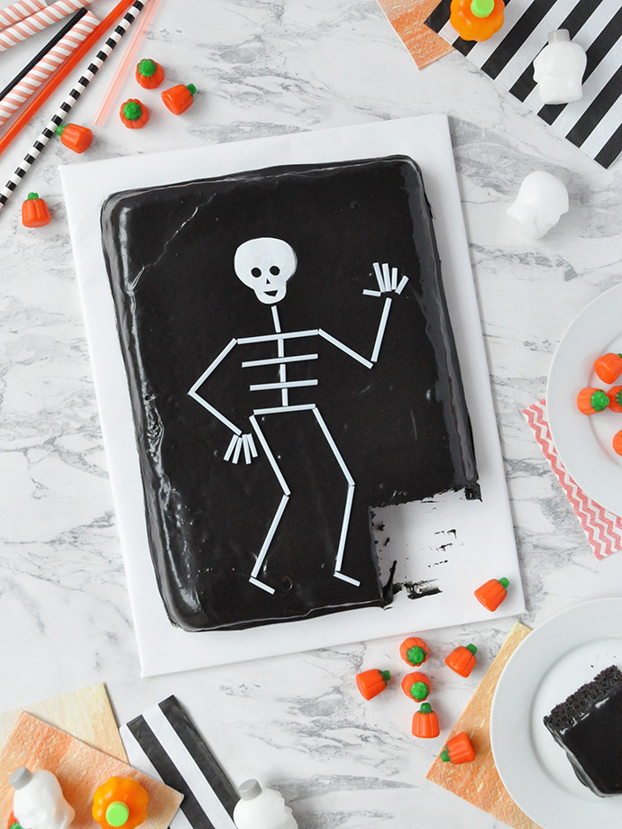 Straw Skeleton Cake Topper ⋆ Handmade Charlotte