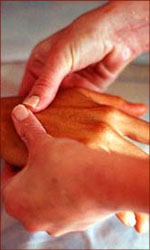 The perfect Valentine gift: a reflexology hand-massage.
