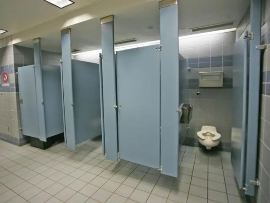 Commerical Restroom Stalls