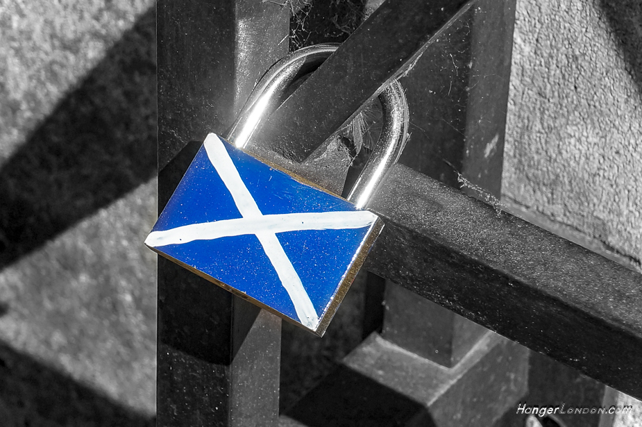 Scottish flag on a lock that the public have left by the Wallace plaque