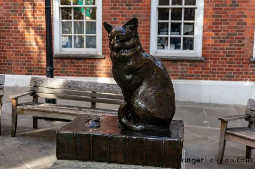 Dr Johnson cat statue opposite 17 Gough Square EC4A 3DE