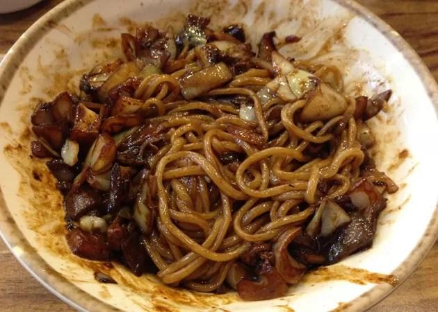 韓国では記念日にジャージャー麺!
