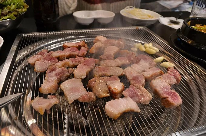 サムギョプサル - お肉を焼く003