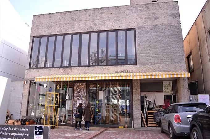 イテウォンで人気のカフェ「テイクアウトドローイング」