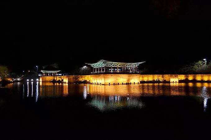 ライトアップが綺麗な人気の観光地「안압지 アナッチ 雁鴨池」
