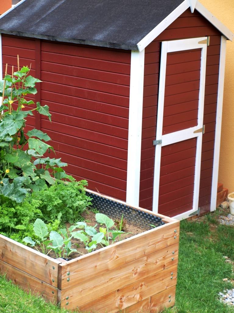 Gemüsebeet vor der schwedischen Gartenhütte
