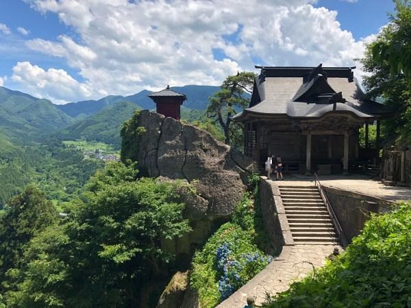 山寺(立石寺)の絶景スポット。開山堂と納経堂