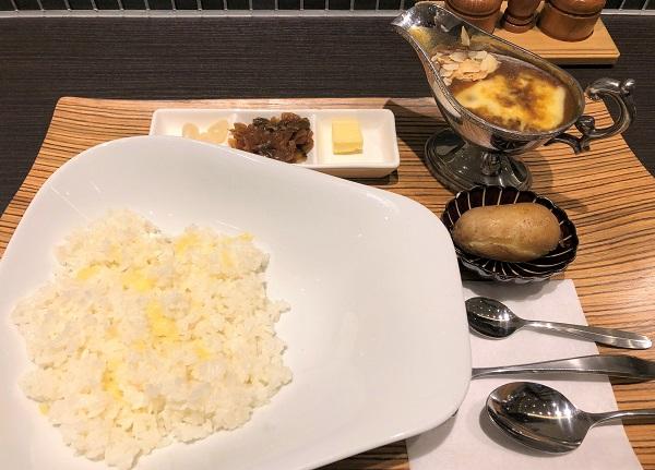★欧風カレーガヴィアル コレド室町2店・レディースカレーにチーズのせ