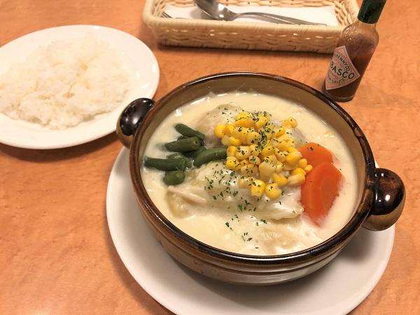 東京・錦糸町の洋食屋さん「レストランシラツユ」。ロールキャベツのホワイトシチューセット