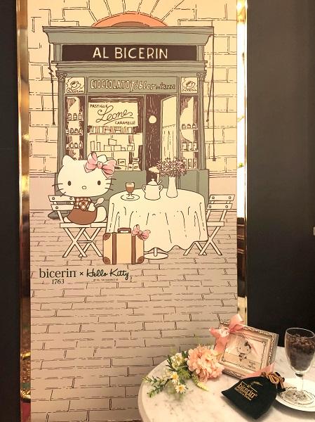 202006新宿高島屋のカフェ「ビチェリン」のエントランスにデザインされたキティちゃん