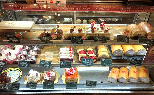 202104大和八木駅のケーキ屋さん「やさい菓子工房ココアイ」のショーケース