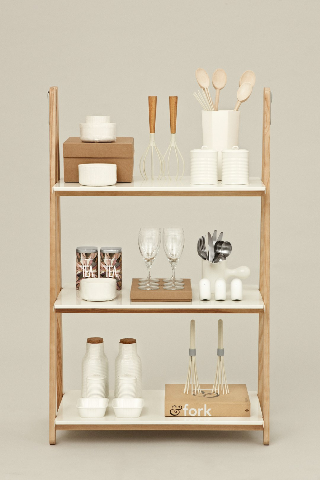 5 simple minimalist shelving solutions