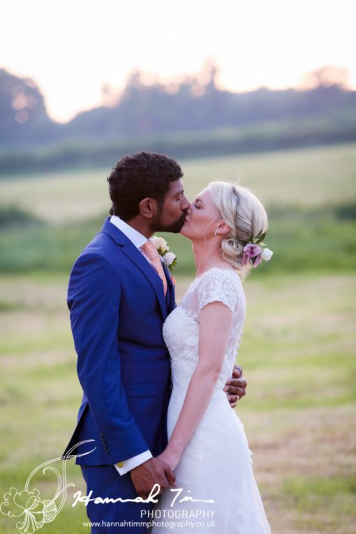 wedding photography kiss