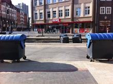 Mülltonnen machen den Abflug