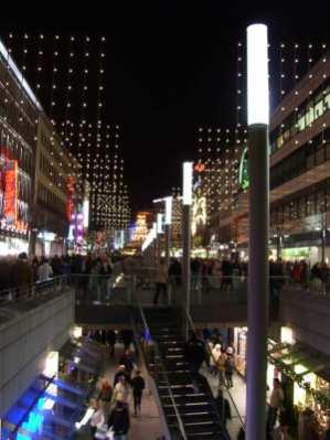 Beleuchtete Bahnhofstraße
