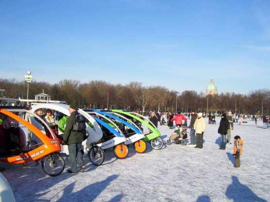 Fahrradtaxis auf dem zugefrorenen See