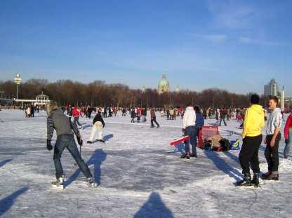 Eishockeyspiel auf dem See
