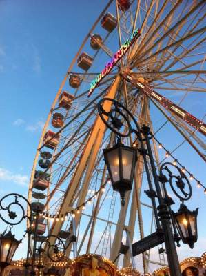 Riesenrad im Abendlicht