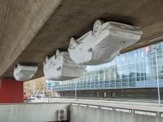 Autos unter der Raschplatzbrücke