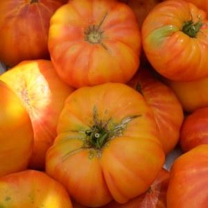 photo:pink-and-yellow beefsteak tomato