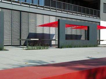 Gerade die asymmetrische Raumaufteilung schafft den Reiz der Gestaltung.