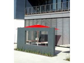 Haus und Außengelände sind aus einem Guss und passen hervorragend zu einander.