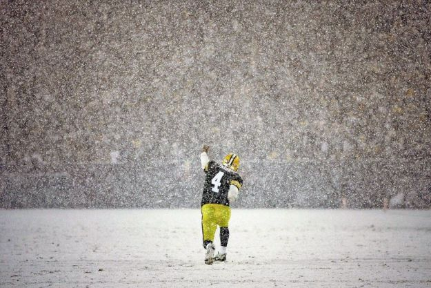 Favre in the snow first down
