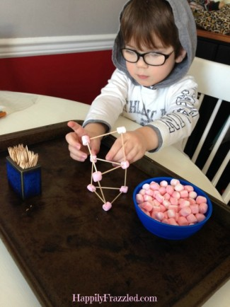 Marshmallow Building Toddler Activity for Indoor and Rainy Day Play | HappilyFrazzled.com