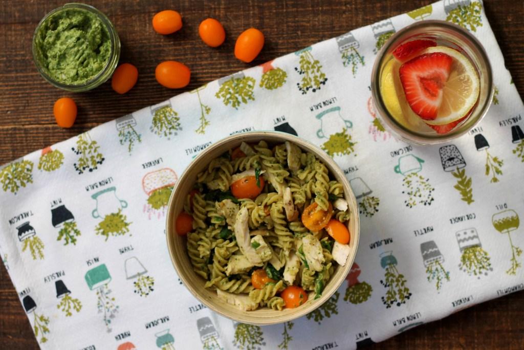 Avocado Pesto Pasta   read more at happilythehicks.com