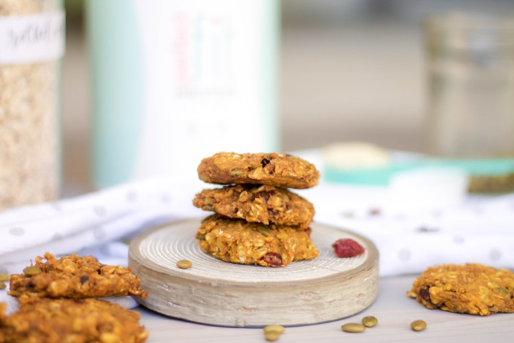 Healthy Breakfast Cookies (and the benefits of eating breakfast)   read more at happilythehicks.com