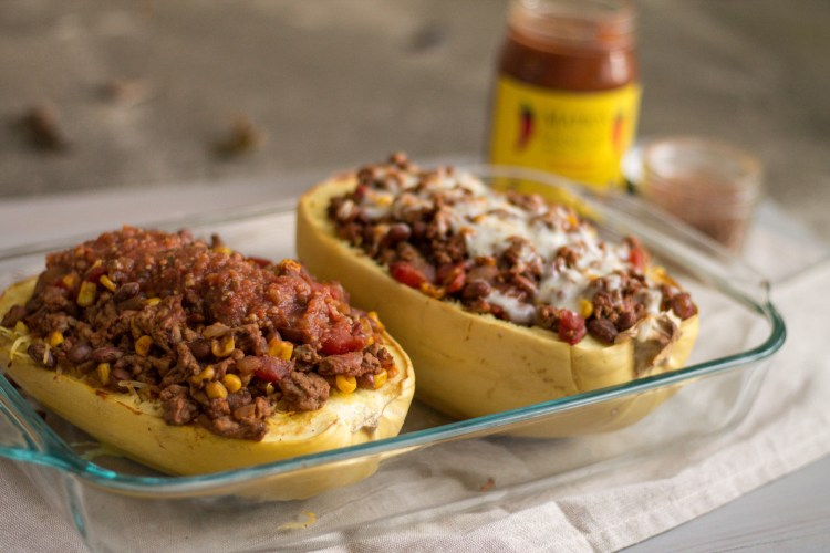 Spaghetti Squash Taco Casserole - Light & Fresh Recipe Series | read more at happilythehicks.com
