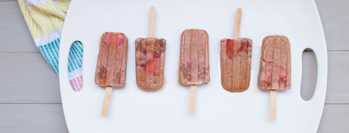 You don't want to miss out on this delicious summer treat! Cocoberry cream popsicles are the way to go. | read more at happilythehicks.com