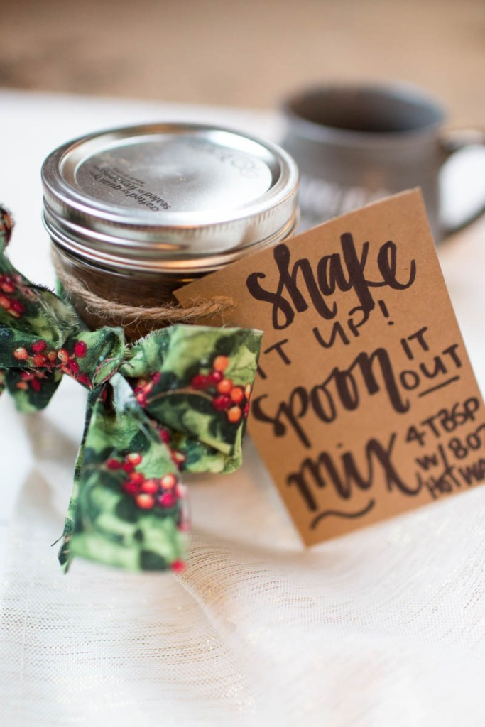An easy Christmas gift idea for the coffee lover in your life- Latte in a jar! | read more at happilythehicks.com