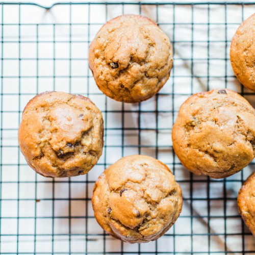 Peanut butter banana Kodiak Cakes muffins! | read more at happilythehicks.com