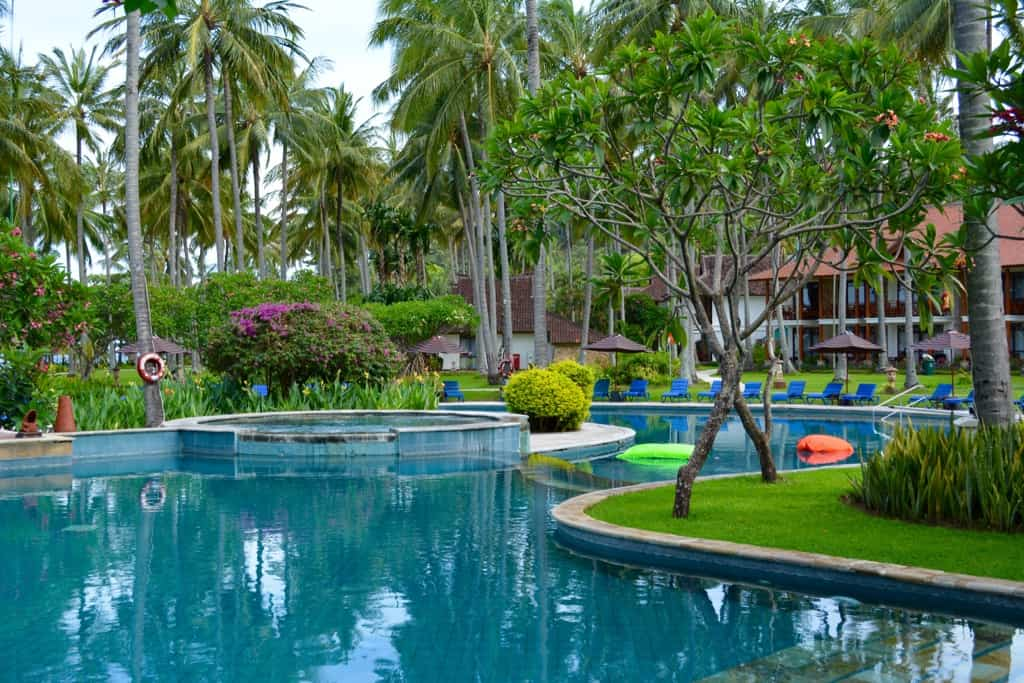 Around the pool of the Holiday Resort Lombok