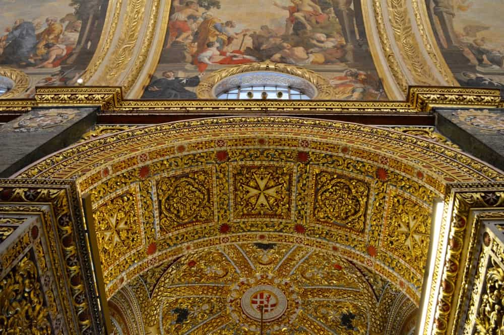 Gold and Baroque elements